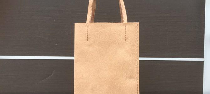 小さめ紙袋のような革袋