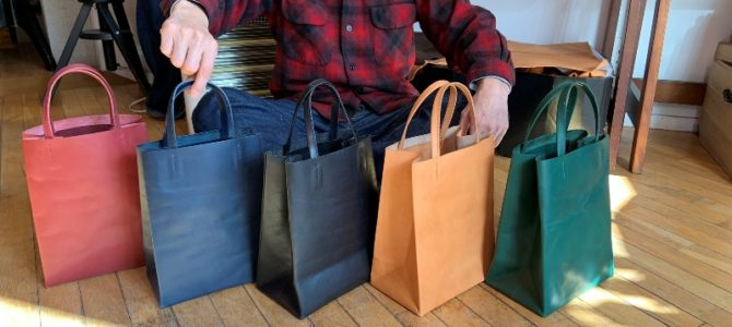 新作の紙袋のような革袋