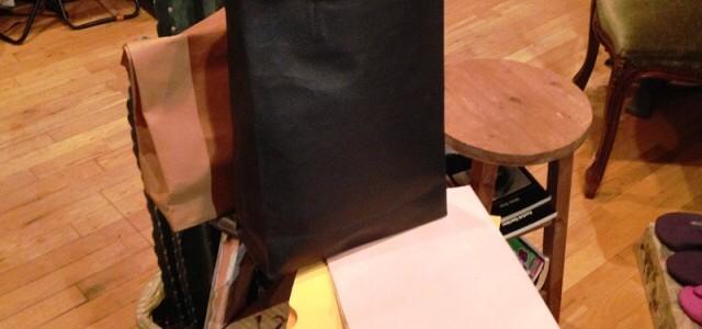 期間・数量限定の紙袋シリーズを。